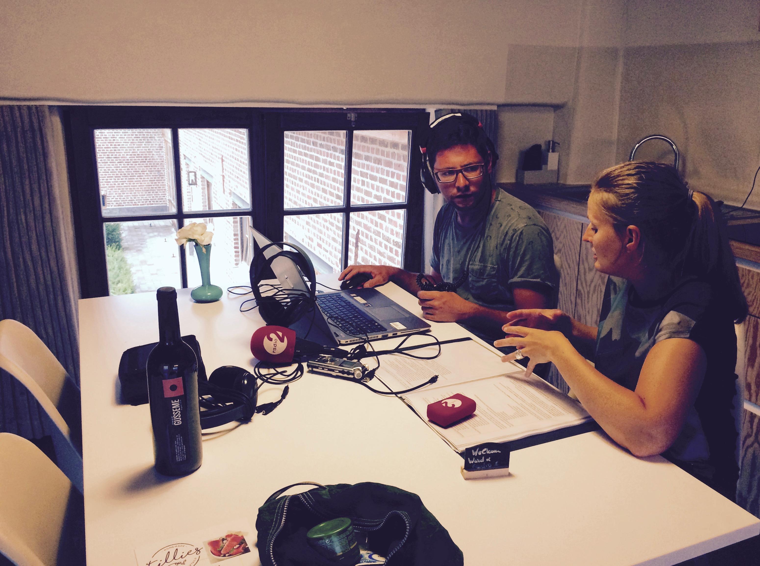Radio 2 bezoekt Herzele voor Thuis voor een beeld. Zo slaapt reporter Ward een nachtje in Eyndevelde